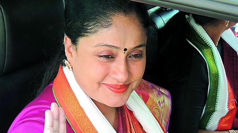 Vijayasanthi Comments on Governor