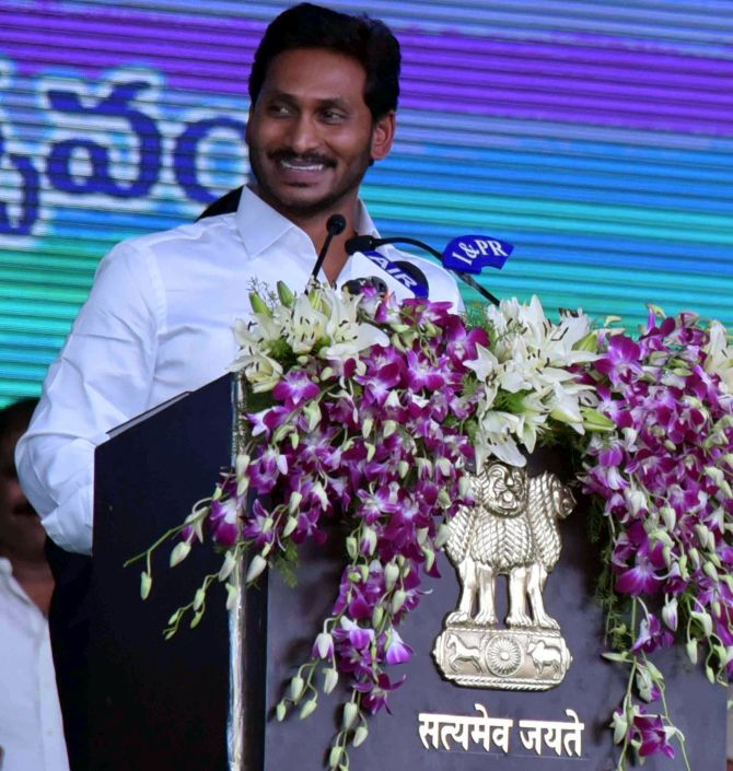 Jagan Demolishing the PRAJA Vedhica