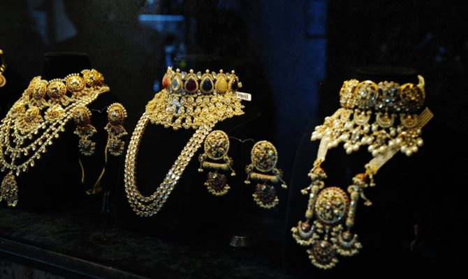 IT issues notices to jewellers