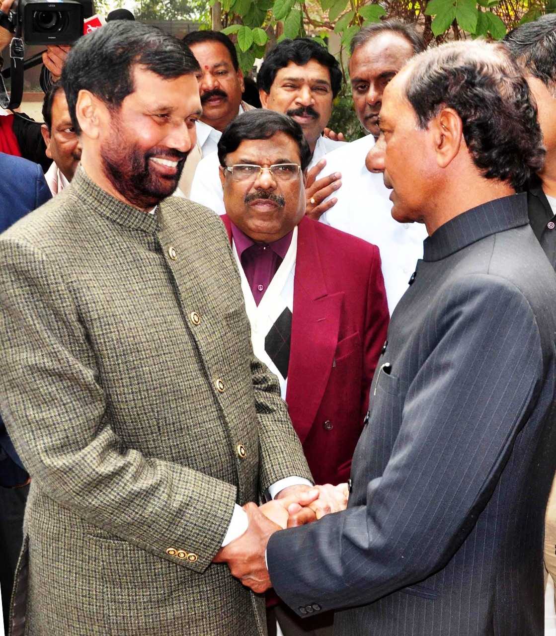 Paswan Good Friend Of Kcr?