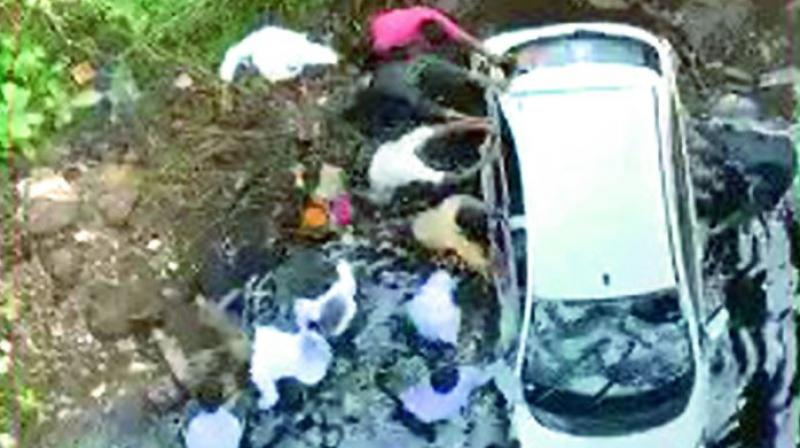 Telangana cop visits accident spot to oversee rescue