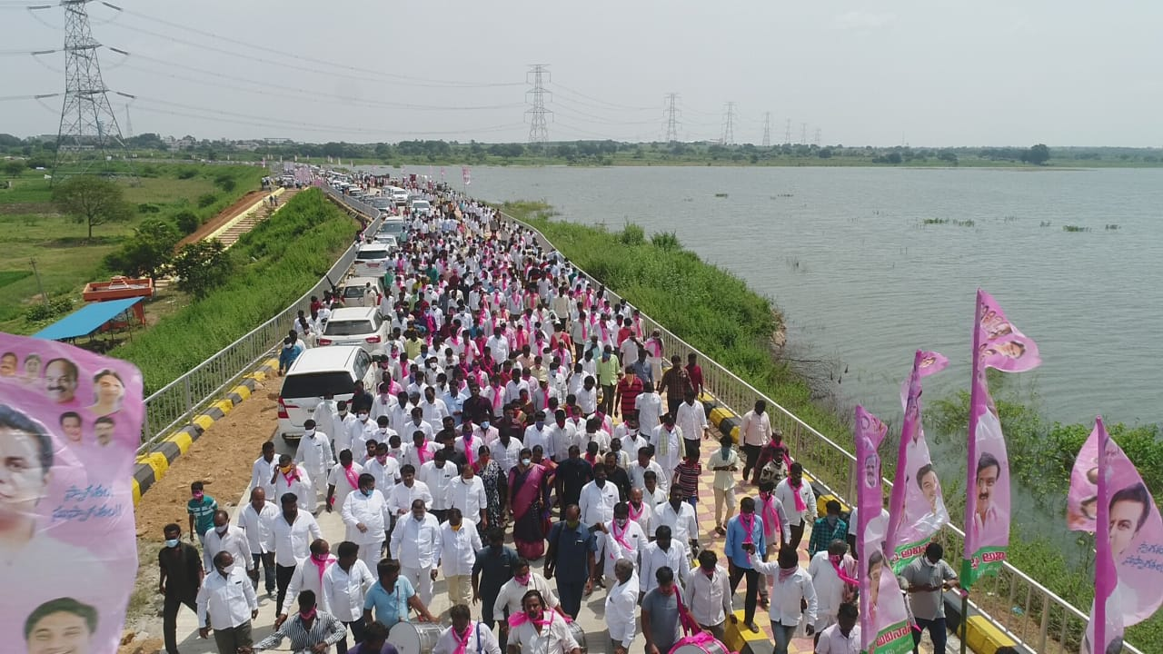 TRS Leaders dont follow covid rules
