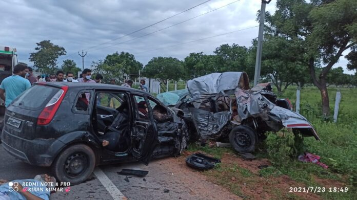 8Members died in Car accident at uppununthala
